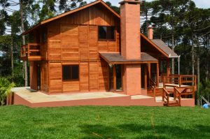 Casa pré fabricada de madeira em curitiba